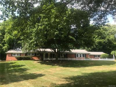 Farmington Hills Single Family Home For Sale: 33870 Cotswold St