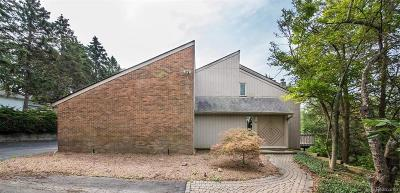 Bloomfield Hills Single Family Home For Sale: 1965 Lone Pine Rd