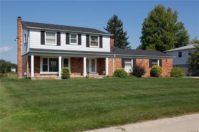 West Bloomfield Single Family Home For Sale: 4140 Pinehurst Crt