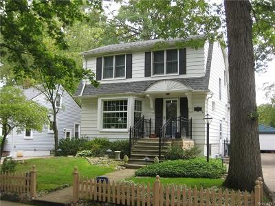 Royal Oak Single Family Home For Sale: 906 Woodcrest Dr