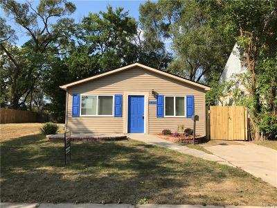 Hazel Park Single Family Home For Sale: 1011 E Muir Ave
