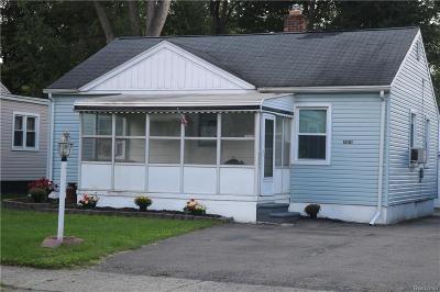 Livonia Single Family Home For Sale: 15121 Alexander