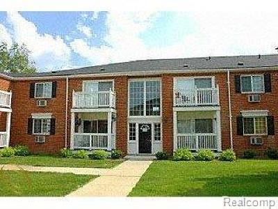 Royal Oak Condo/Townhouse For Sale: 2445 Torquay Ave