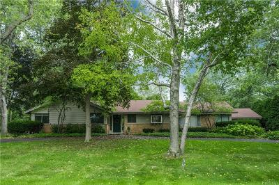 Bloomfield Hills Single Family Home For Sale: 869 Fox Run