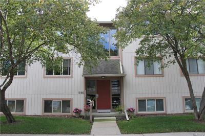 Rochester Hills Condo/Townhouse For Sale: 1685 Riverside Dr