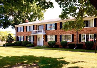 Warren Condo/Townhouse For Sale: 29676 Hoover Rd