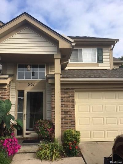 Auburn Hills Condo/Townhouse For Sale: 221 N Vista