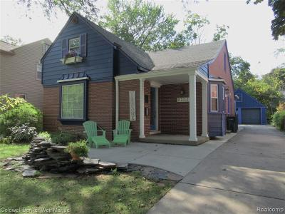 Royal Oak Single Family Home For Sale: 2303 Elmhurst Ave