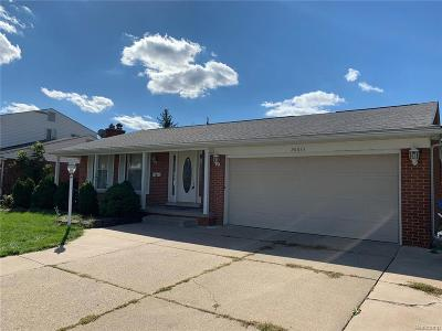 Dearborn Heights Single Family Home For Sale: 26833 Kingswood Dr