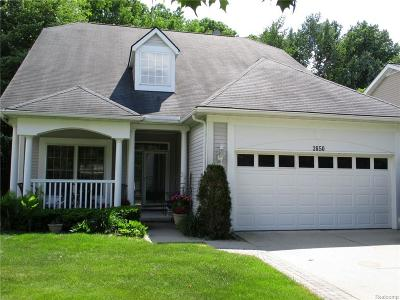 Auburn Hills Condo/Townhouse For Sale: 3850 Hillsdale Dr