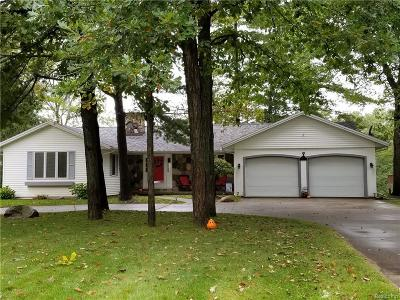 St. Clair Single Family Home For Sale: 1140 Oakwood Ln