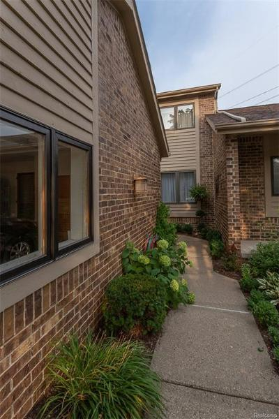Clarkston Condo/Townhouse For Sale: 6876 Northcrest Way E.