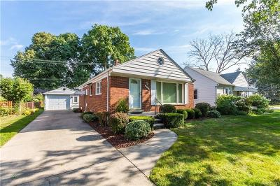 Royal Oak Single Family Home For Sale: 906 Greenleaf Drive