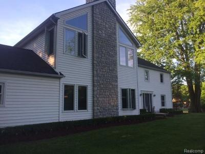 Rochester Single Family Home For Sale: 1212 W Gunn Rd