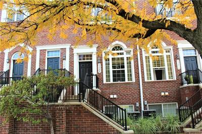 Pleasant Ridge Condo/Townhouse For Sale: 23980 Woodward Ave