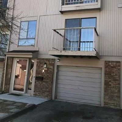 Condo/Townhouse For Sale: 805 Oak Brook Ridge Dr