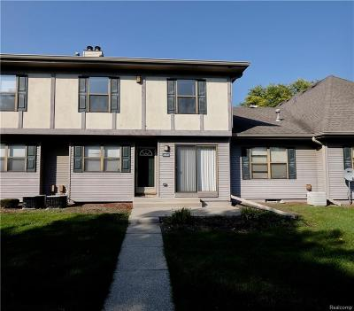 Southfield Condo/Townhouse For Sale: 24945 Auburn Ln