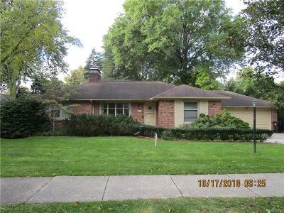 Grosse Pointe Farms Single Family Home For Sale: 417 Lexington Rd