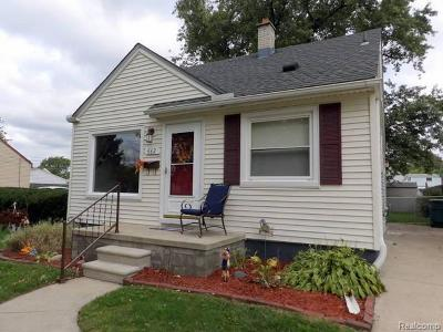 Lincoln Park Single Family Home For Sale: 662 Capitol Ave