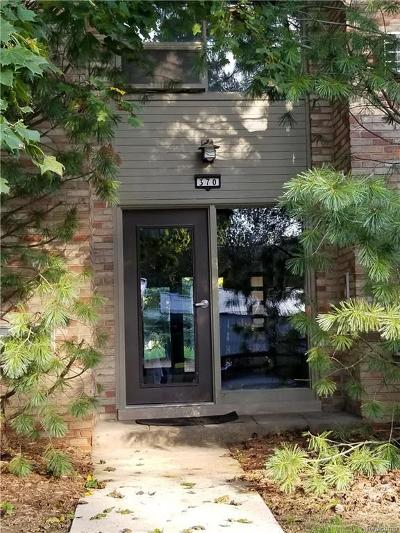 Bloomfield Hills Condo/Townhouse Keep Showing-Contgcy Appl: 370 Concord Place Unit #4