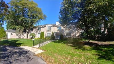 Bloomfield Hills Condo/Townhouse For Sale: 1725 Tiverton Rd