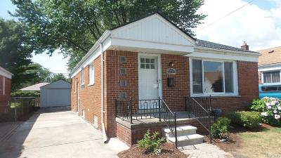 Saint Clair Shores Single Family Home For Sale: 22948 Alger St