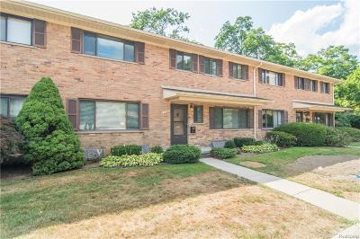Bloomfield Hills Condo/Townhouse For Sale: 136 E Hickory Grove Rd