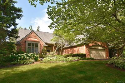 Bloomfield Hills Condo/Townhouse For Sale: 208 Norcliff Dr