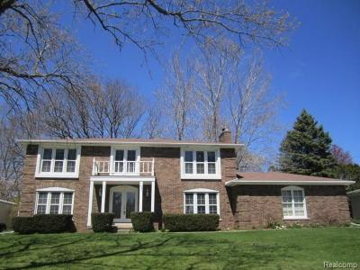 Rochester Hills Single Family Home For Sale: 2112 Chalet Dr