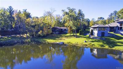 Bloomfield Hills Single Family Home For Sale: 1566 Kirkway Rd
