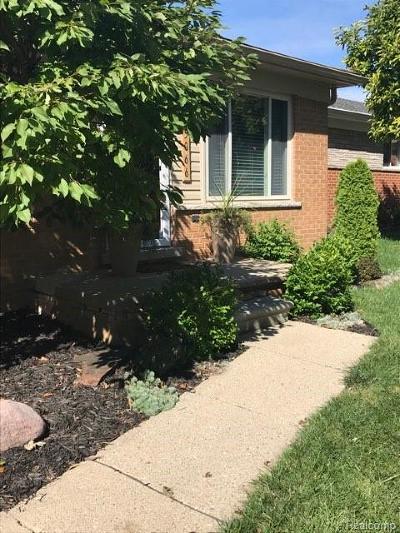 Trenton Single Family Home For Sale: 25066 Maywood St