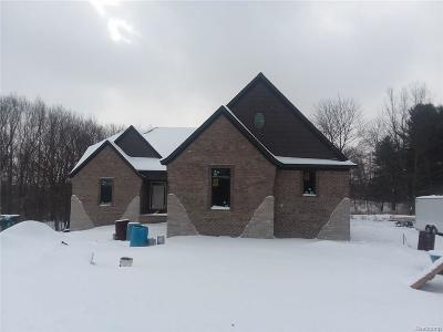 Rochester Single Family Home For Sale: 1208 E Gunn Rd