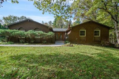 Lake Orion Single Family Home For Sale: 215 Nakomis Trl