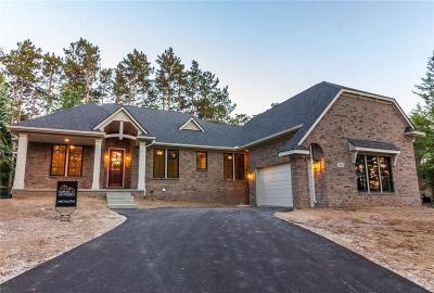 Lake Orion Single Family Home For Sale: 1743 Berwick Crt
