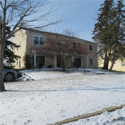 Auburn Hills Condo/Townhouse For Sale: 822 Bloomfield Village Blvd