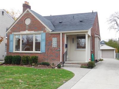 Grosse Pointe Woods Single Family Home For Sale: 2009 Lennon St