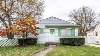 Livonia Single Family Home For Sale: 18701 Deering St