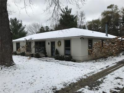 Rochester Single Family Home For Sale: 900 E Gunn Rd