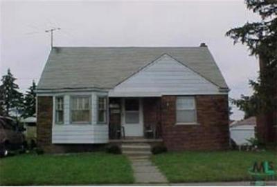Harper Woods Single Family Home For Sale: 19549 Kelly Rd