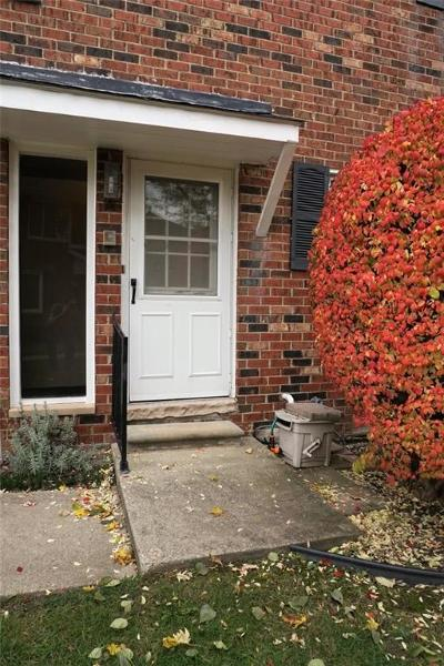 Clinton Township Condo/Townhouse For Sale: 42248 Toddmark Ln