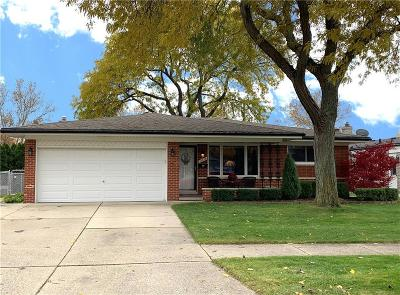 Sterling Heights MI Single Family Home For Sale: $220,000
