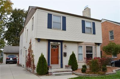 Grosse Pointe Woods Single Family Home For Sale: 1242 Hampton Rd