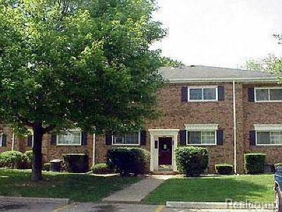 Bloomfield Hills Condo/Townhouse For Sale: 651 E Fox Hills Dr