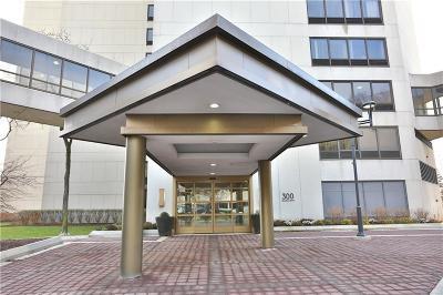 Detroit Condo/Townhouse For Sale: 300 Riverfront Dr