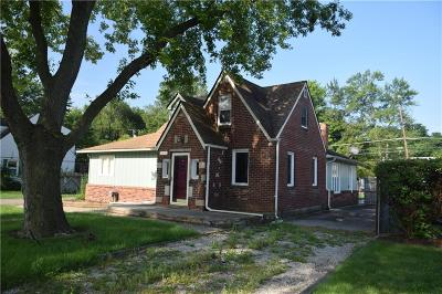 Livonia Single Family Home For Sale: 20505 Melvin St