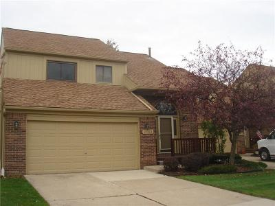 Rochester Hills Condo/Townhouse For Sale: 2160 Rochelle Park Dr