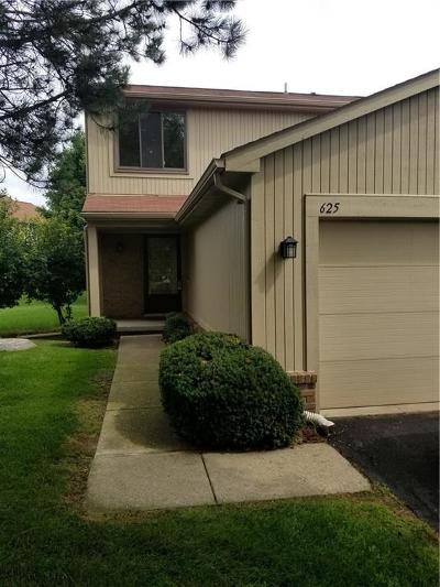 Rochester Hills Condo/Townhouse For Sale: 625 Byron Ct