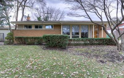 Livonia Single Family Home For Sale: 31628 Alabama St