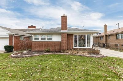 Saint Clair Shores Single Family Home For Sale: 22406 Alexander St