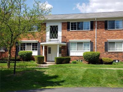 Bloomfield Hills Condo/Townhouse For Sale: 1733 Huntingwood Ln
